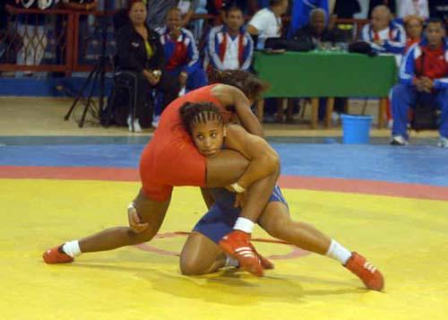 Agramontina Laura Herin entre campeonas cubanas en Torneo Internacional de Lucha