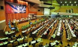 Vista aérea del plenario con las delegadas y participantes al IX Congreso de la FMC.