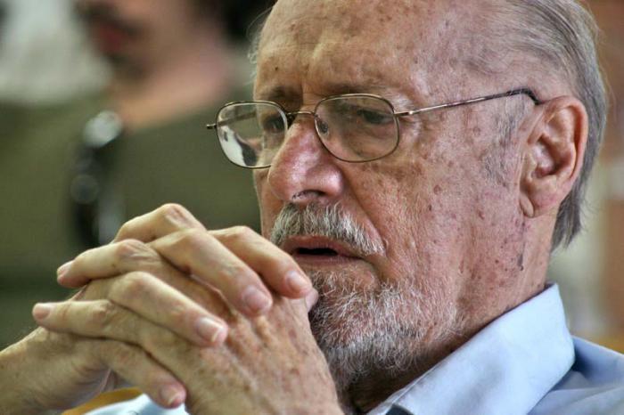 Otorga Unesco Premio Internacional José Martí a Roberto Fernández Retamar