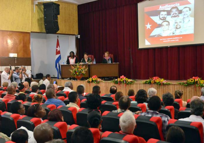 La verdad en Internet y el silencio cómplice de la prensa anticubana fueron expuestos en la audiencia parlamentaria Los Cinco. Foto: Granma
