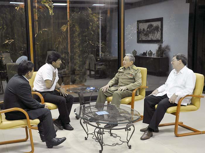 Raúl Castro recibe al Presidente de Bolivia