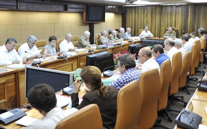 Explican directivas para desarrollar el proceso de elaboración del Plan de la Economía del año 2015 en Cuba.