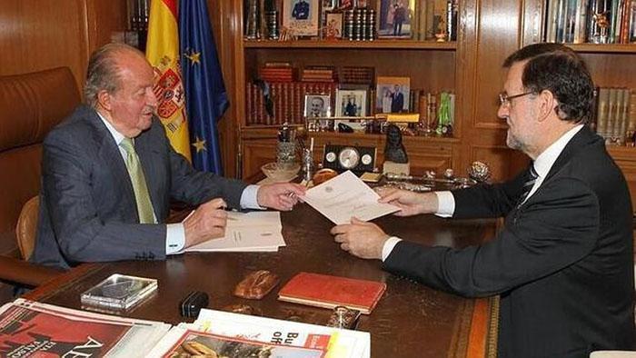 Anuncia Juan Carlos I abdicación de corona española