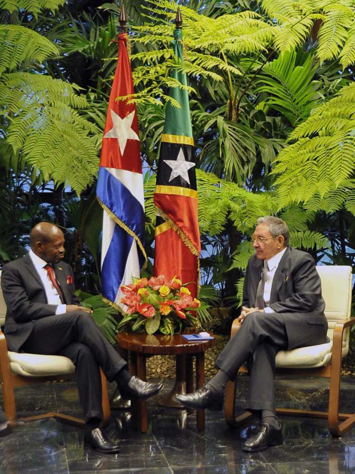 Denzil Llewellyn Douglas reconnaît des réalisations de Cuba