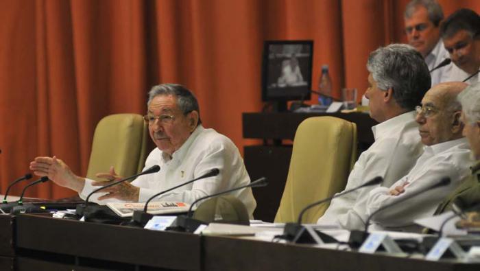 Raúl Castro: Complejidad de las tareas exige mayor preparación de los cuadros
