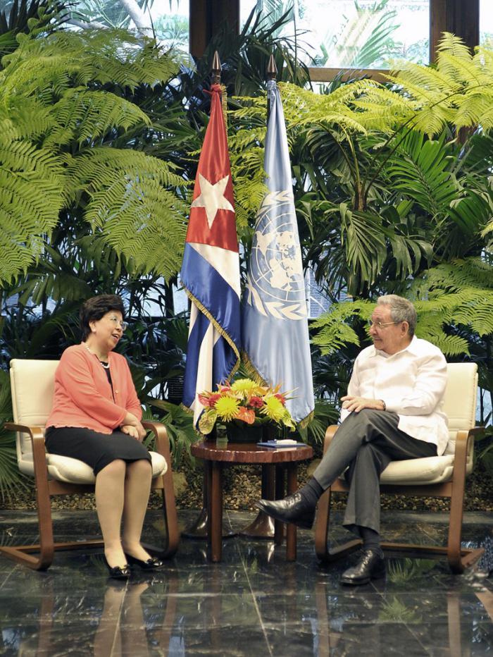 Recibe Raúl Castro a las directoras de la OMS y la OPS