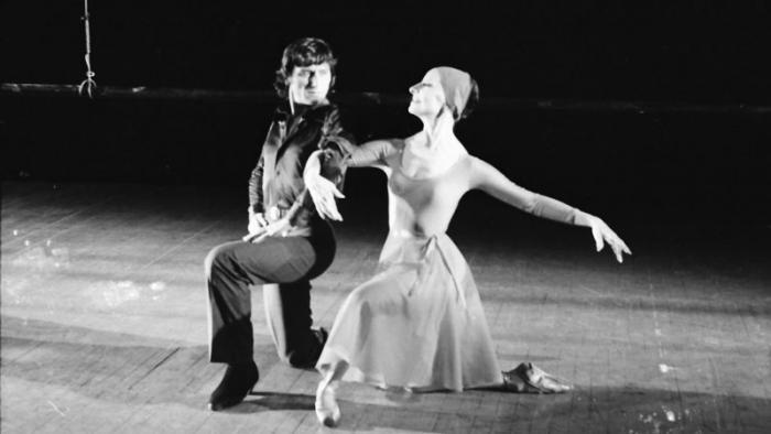 Dos geniales bailarines, se encuentra en La Habana, Alicia Alonso y Antonio Gades.. Foto: Osvaldo Salas, 5 de mayo de 1978.