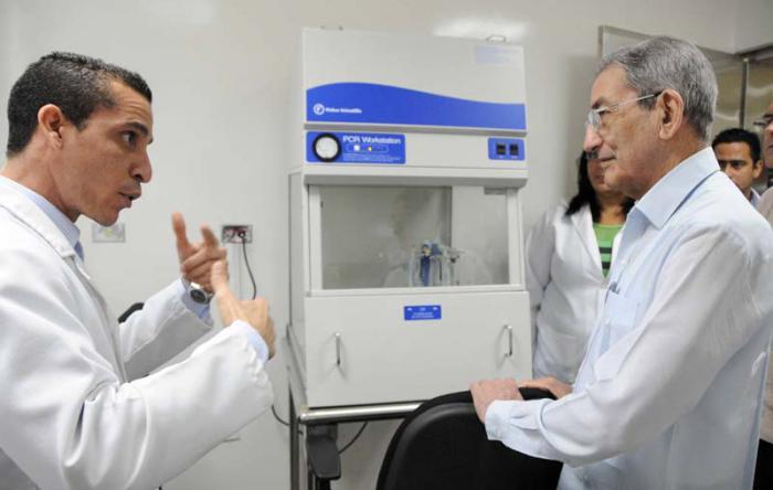 Destaca dirigente cubano labor de médicos cubanos en Venezuela