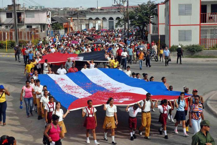 Miles de santiagueros rindieron tributo a los mártires de la Revolución. foto: miguel rubiera justiz-ain