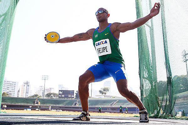 Felipe V. dos Santos ganó el decatlón con record personal de 7 810 puntos, pero más connotación se llevó por ser la 161 medalla de oro de Brasil, que empató con Cuba en el medallero histórico. Foto: Marcelo Machado