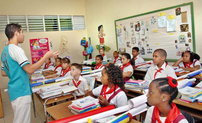 Miles de cubanos regresan a las aulas