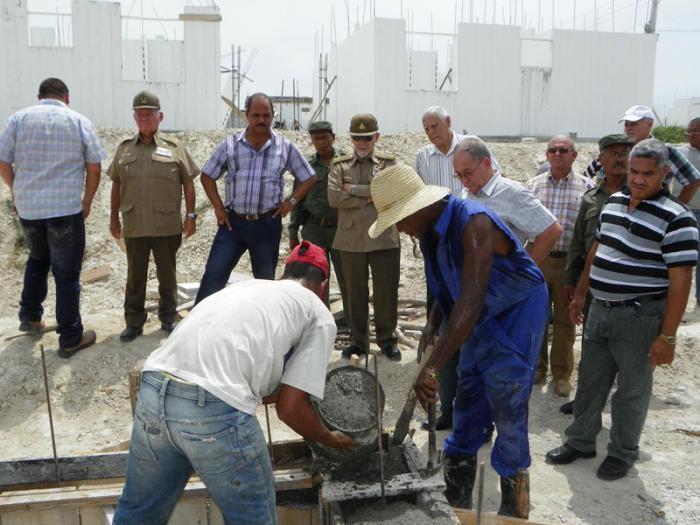 Evalúa Ramiro Valdés programas inversionistas en Santiago de Cuba