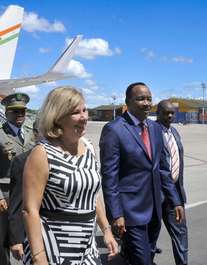 De visita en La Habana presidente de Níger