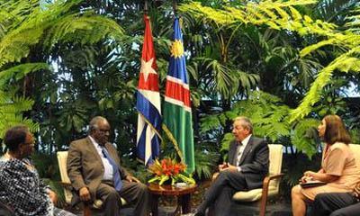 Brinda Raúl Castro recibimiento oficial al Presidente de Namibia
