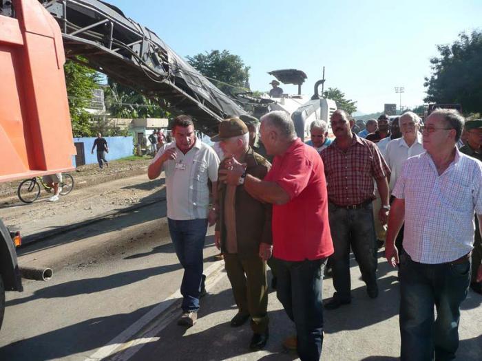 Constata Ramiro Valdés importantes inversiones en Santiago de Cuba