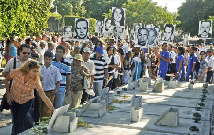 Peregrinación y homenaje en el Panteón de las FAR  a los mártires de Barbados en el aniversario 38 del sabotaje al avión de Cubana.
