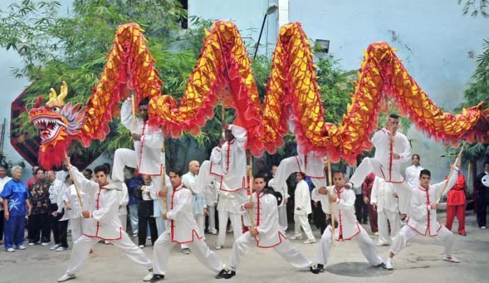 Escuela cubana de Wushu, danza del Dragón.
