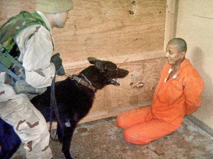 Las imágenes de las torturas en la cárcel iraquí de Abu Ghraib le han dado la vuelta al mundo. FOTO: AP