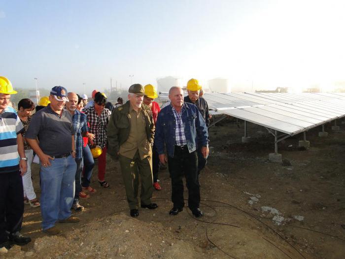 Ramiro Valdés en parque fotovoltaico de Cienfuegos