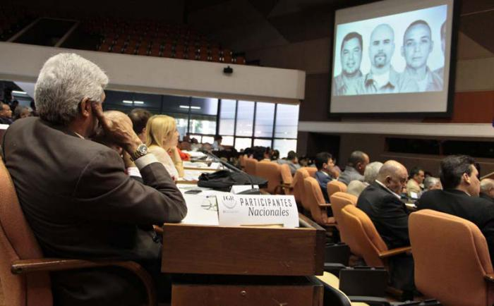 XII Encuentro Internacional de Ciencias Penales 2014.Panel: Caso de los Cinco, con René Gonzales, Héroe de la Republica de Cuba y familiares de los cinco.