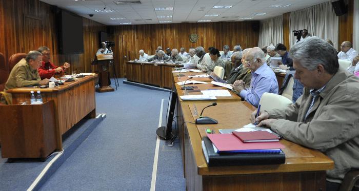 Consejo de Ministros analiza economía cubana en 2014 y proyecciones para próximo año