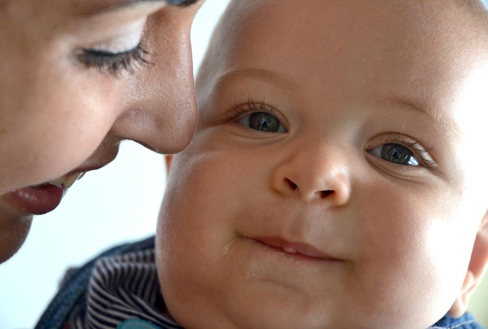 Mortalidad infantil- niño con su madre