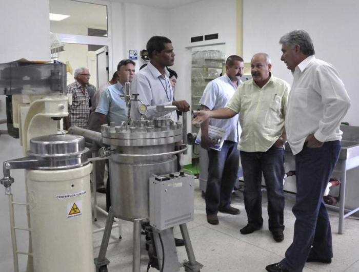Visita Díaz-Canel instituciones docentes, científicas y culturales de Camagüey