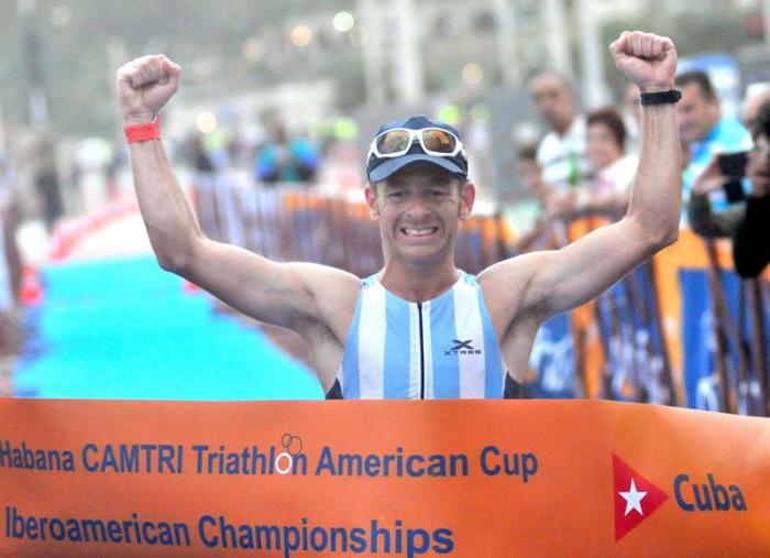 Triathlon Habana Iberoamericano ganadora en la Rama M de la modalidad de larga Distancia de Argentina Juan Manuel Asconape