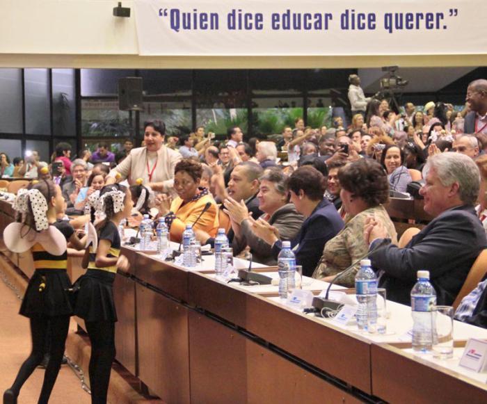 Clausura de Pedagogía 2015. Presidieron el acto Miguel Diaz-Canel, 1er vicepresidente de los Consejos de Estado y de Ministros, Ena Elsa Velásquez Cobiella, ministra de Educación de la República de Cuba.