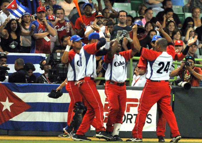 Semi Final de la serie del caribe PR 2015 entre Cuba vs Venezuela