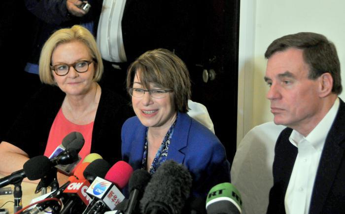 Senadores de visita a Cuba