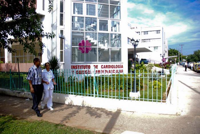 Sin embargo, las leyes del bloqueo aún hacen extremadamente engorrosos los trámites para que un estadounidense acceda a los servicios médicos cubanos