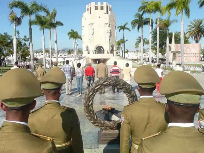 Ante el mausoleo de José Martí tuvo lugar el homenaje por el aniversario 120 de la Revolución del 95.