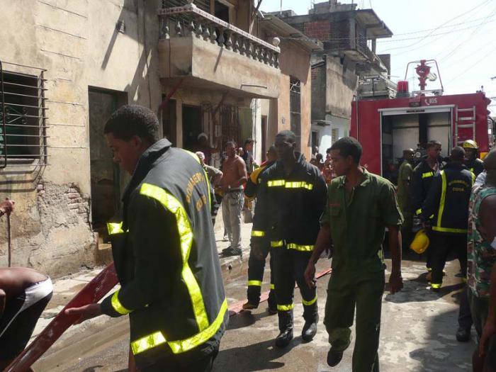 Sofocado incendio de medianas proporciones en Santiago de Cuba