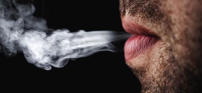 Organización Mundial de la Salud advierte a fumadores sobre impacto de la Covid-19