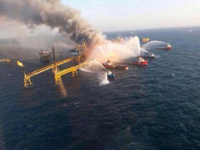 Provoca víctimas incendio en plataforma petrolera de México