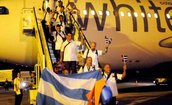 Llegan a Cuba colaboradores de la salud que combatieron el Ébola en Sierra Leona