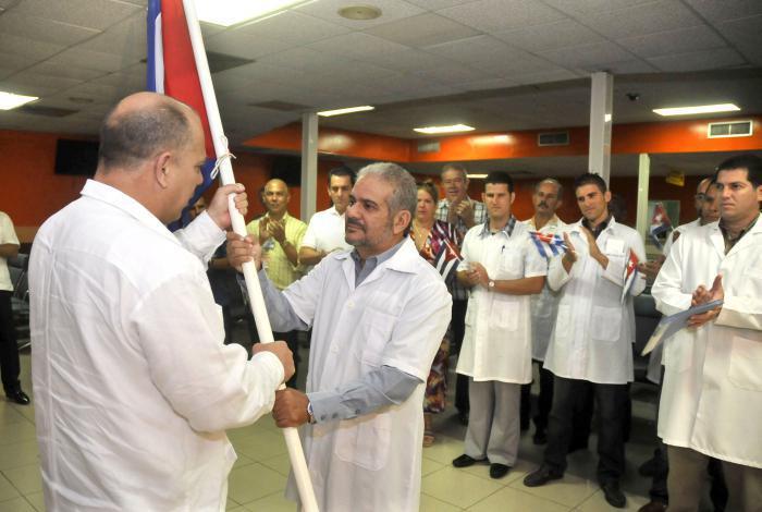 Médicos cubanos parten hacia Chile
