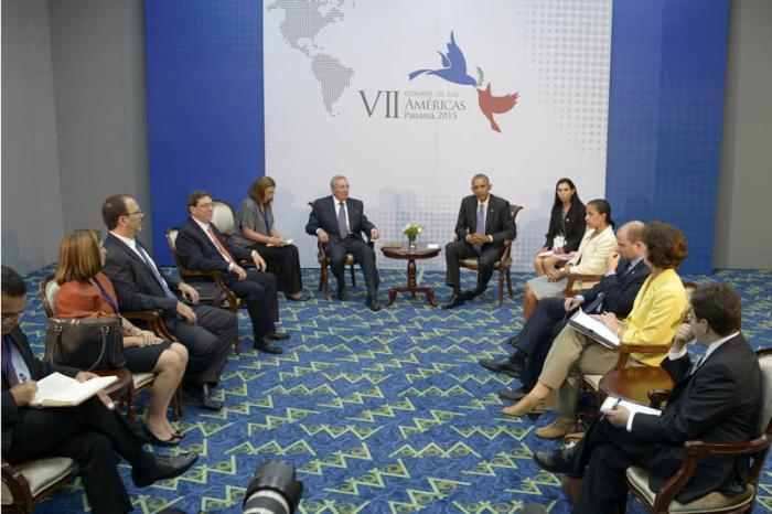 Se reúnen Raúl Castro y Barack Obama