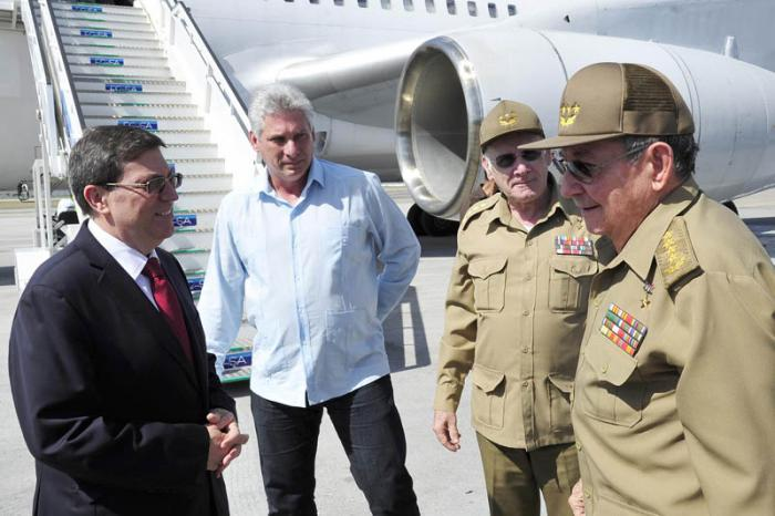 Raul Castro back home after fruitful days at Summit of the Americas