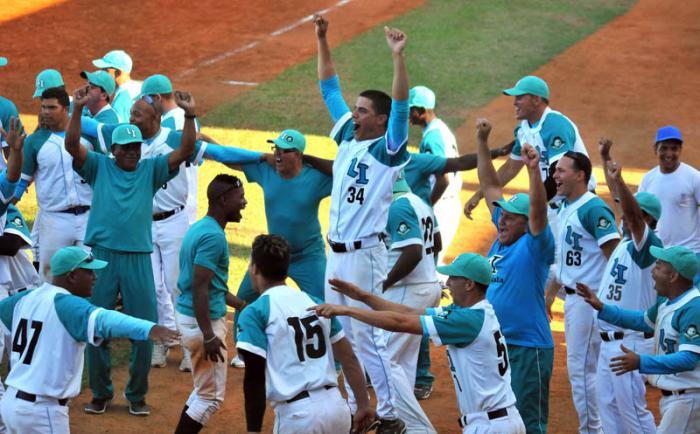 Final Beisbol Isla vs Ciego 4to juego gana la isla 7 x 6
