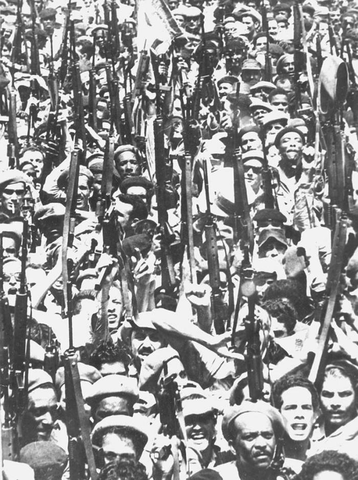 El 16 de abril de 1961 el pueblo respaldó la propuesta de Fidel de construir una revolución socialista. Foto: Raúl Corrales