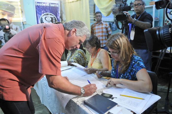 Primer vicepresidente cubano ejerce el voto