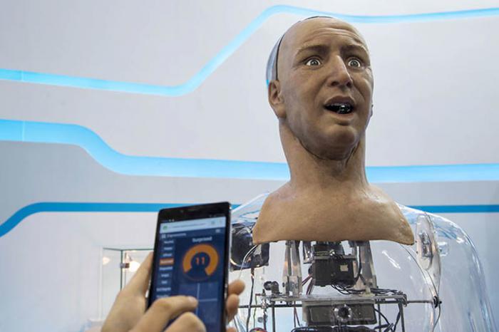 Crean humanoide capaz de hablar y reconocer emociones faciales
