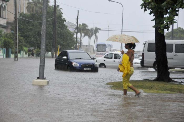 Inundaciones en La Habana. Paseo y 5ta, Vedado.