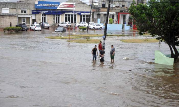 Lluvias torrenciales esquina del Hotel Cohiba