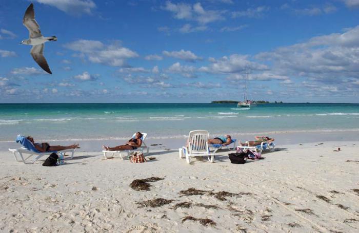 Crece llegada de turistas a Cuba