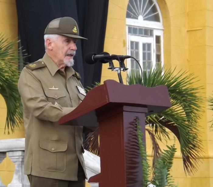 Evalúa Ramiro Valdés diversos programas en Santiago de Cuba