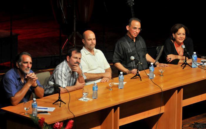 Atletas cubanos que asistirán a los Panamericanos dialogan con Los Cinco