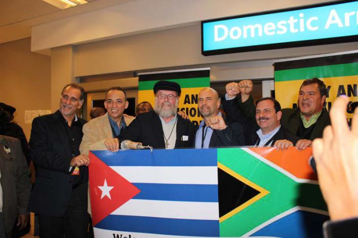 Los cinco luchadores antiterroristas cubanos llegaron a Cape Town, capital legislativa del país y de la provincia de Western Cape, donde serán recibidos en la sede del Parlamento